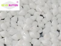 Spiky Button 4,5x6,5mm Chalk White ca 50 Stueck