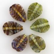 Unicorne Blattförmige Glasperlen Mystery Green, 1 Stück