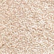 Miyuki Delica Beads 1,6mm DB1520 matte opaque rainbow bisque White ca 5 gr