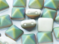 Pyramid Beads 12mm Chalk White Vitrail matt 5 Stück