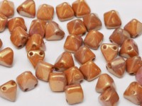 Pyramid Beads 6mm Alabaster Red Luster 10 Stück